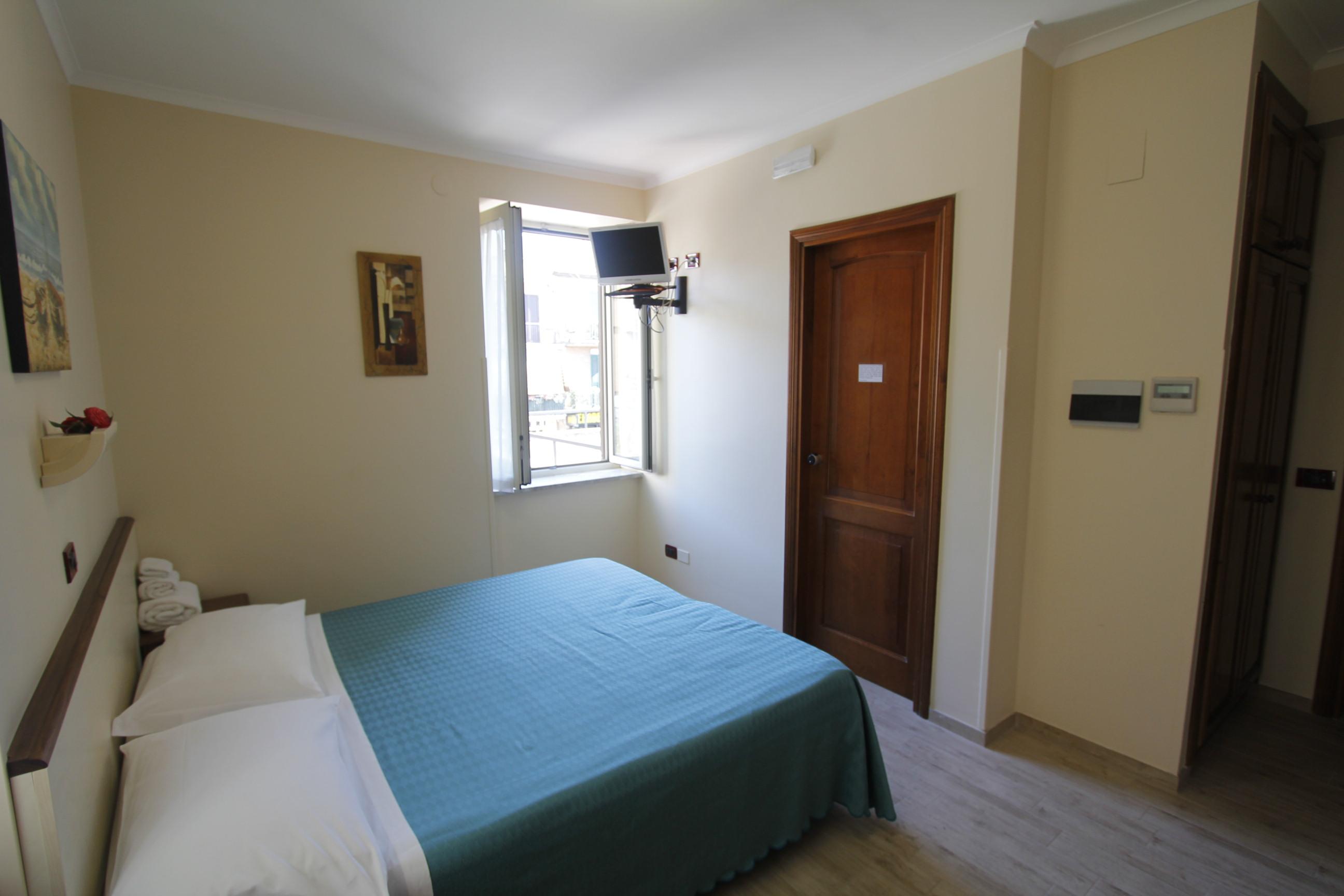 Hotel camera tripla roma for Camera roma